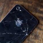 iPhone 4 comes with big problems: signal, screen and the back case